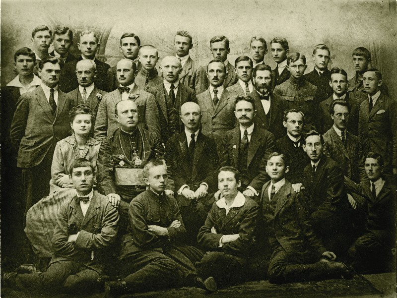 Stefan Korboński's photograph taken at the time of the secondary school final examinations. Standing in the top row, third from right, June 1921