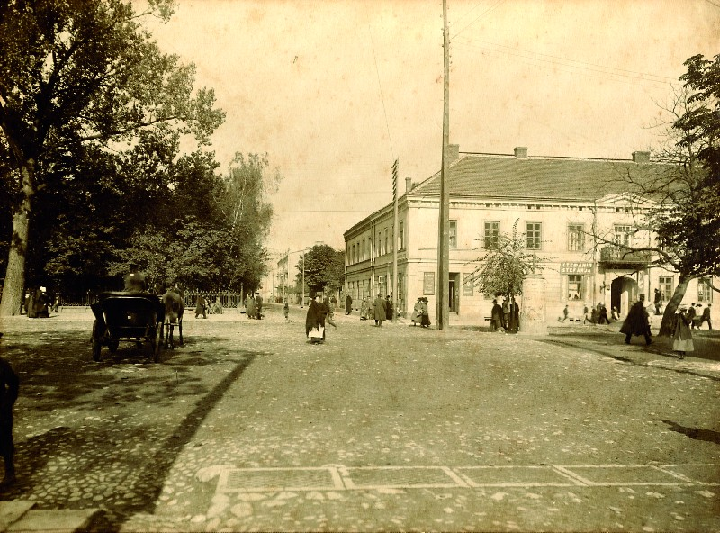 A view of the building at the junction of Cerkiewna Street and Blessed Virgin Mary's Alley in Częstochowa, early 20th century
