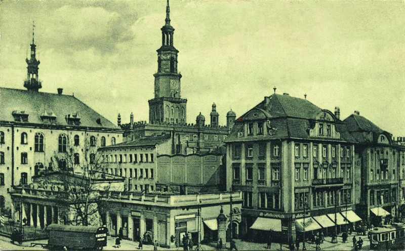 Central part of the Old Market Square in Poznań, view of the guards, 1920s
